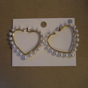 NWT FOREVER 21 FAUX PEARL HEART HOOP EARRINGS